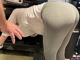 Stepmom is horny and stuck in the oven - Erin Electra | amateur blonde cum curvy girl